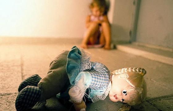 SOS: Төрсөн эцэг нь хоёр настай охиноо ХҮЧИРХИЙЛСЭН жигшүүрт хэрэг гарчээ