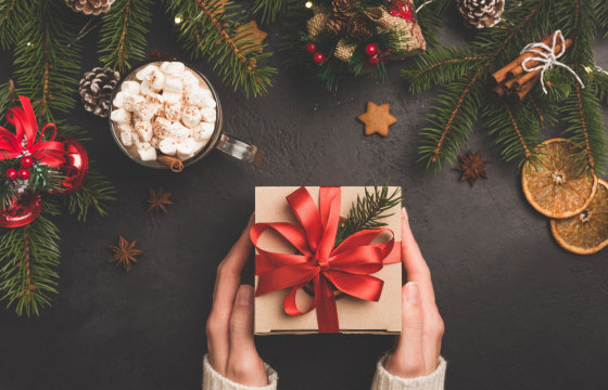 Гарын доорх материалаар шинэ жилийн бэлэг бэлдэх 10 арга