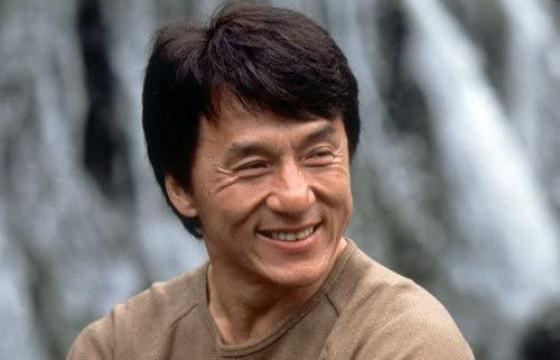 ЖЕКИ ЧАН: Би хүмүүсийн инээмсэглэлгүй царайнд юу нуугдаж байгааг мэдэрдэг болохоороо л инээлгэж чаддаг