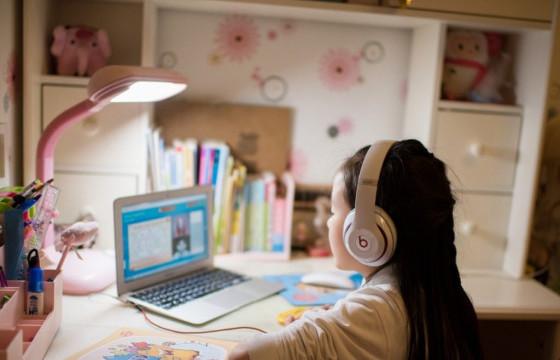 Сурагчдын хоёрдугаар улирлын амралтыг цуцалж, теле болон цахимаар хичээлнэ