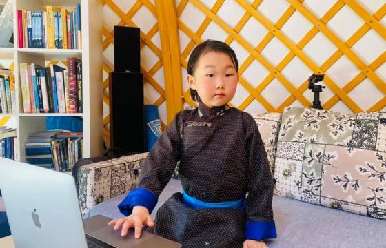 Долоон настай хүү Д.АРГАБИЛЭГ: Би англи, орос, хятад хэл сурч, өдөрт 5-10 үг цээжилж байгаа