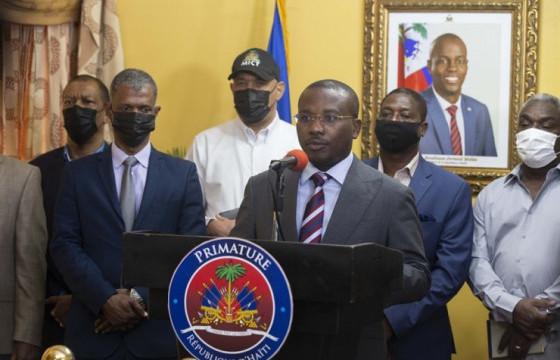Хаити Улсын сенатын дарга Жозеф Ламбер түр Ерөнхийлөгчийн алба хашна