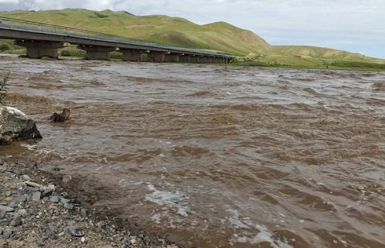 Хархорин суманд Орхон голын үерийн түвшин нэмэгдэж, иргэдийг аврах ажиллагаа үргэлжилж байна