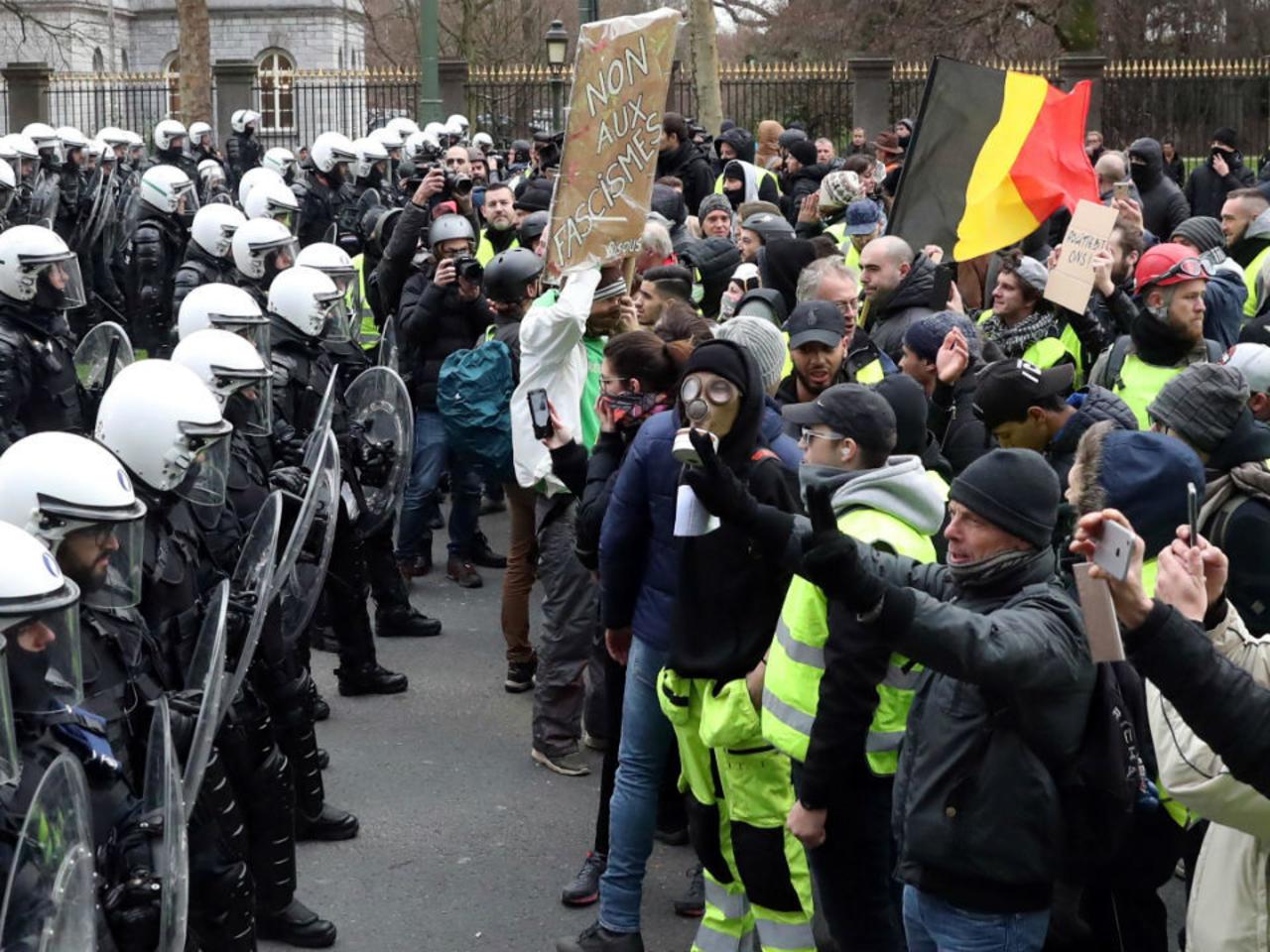 Бельги Улсад хөл хориог эсэргүүцсэн 132 хүнийг баривчилжээ